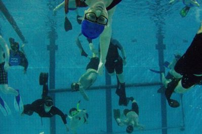 Fridykkere i basseng